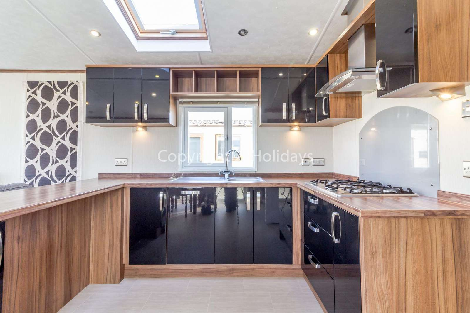 Modern kitchen fully equipped, perfect for self catering holidays!