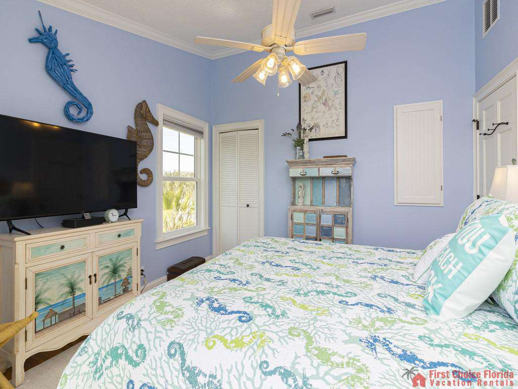 Oyster House Bedroom with Decor