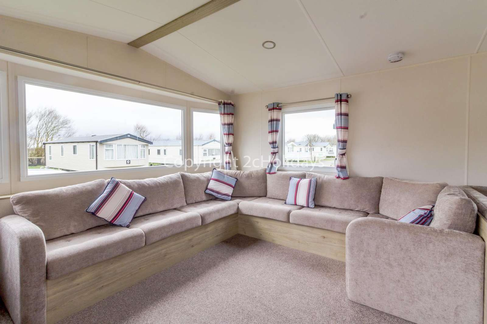Spacious and cosy lounge, ideal for families!