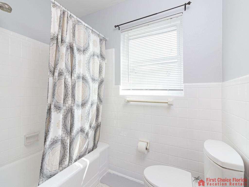 Deja Blue Tub and Shower