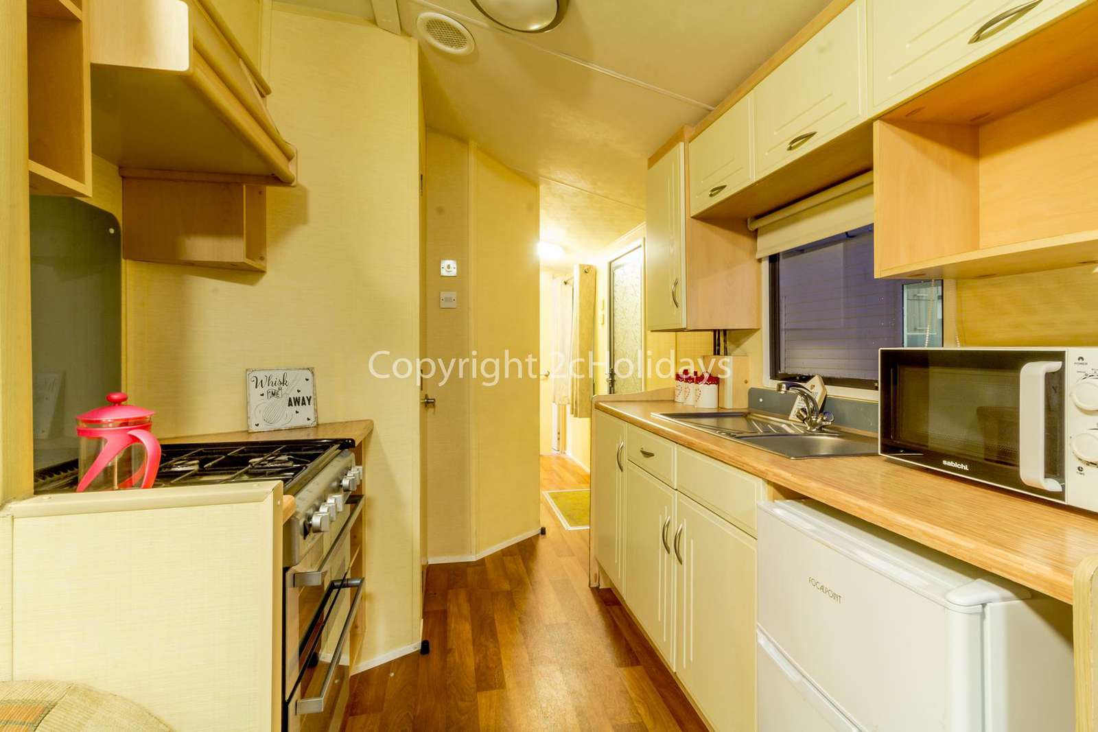 Fully equipped kitchen, great for self-catering holidays!