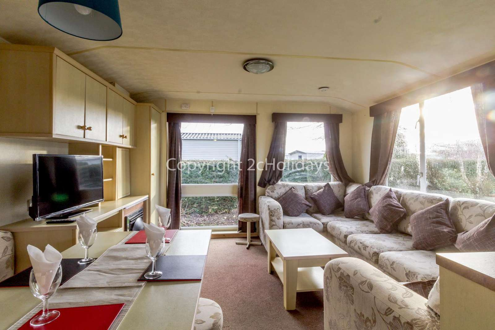 Spacious and open plan lounge/diner!