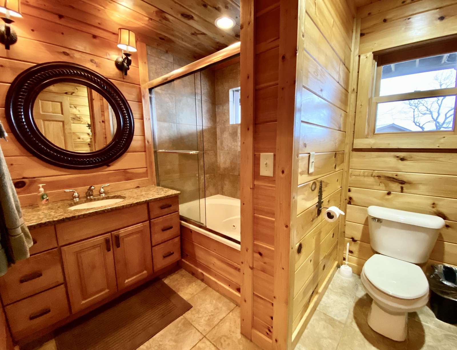 Master ensuite Bathroom offers a Jetted Bathtub