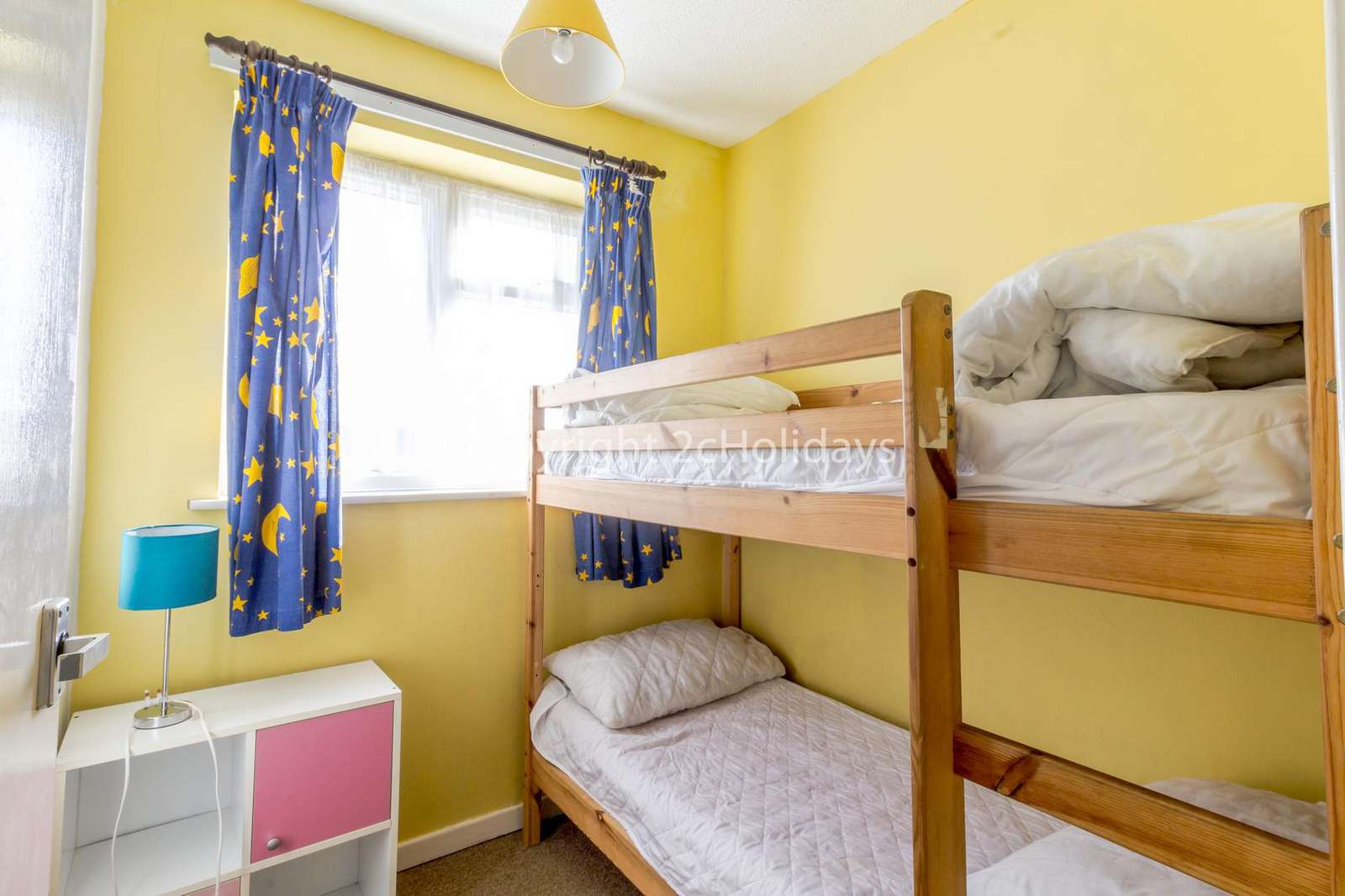 Twin room with bunkbed and storage!