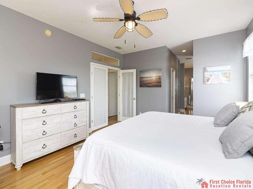 Lighthouse Watch Second Floor Guest Bedroom/TV