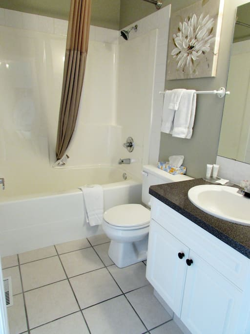 Upstairs 2nd Bathroom with Tub/Shower