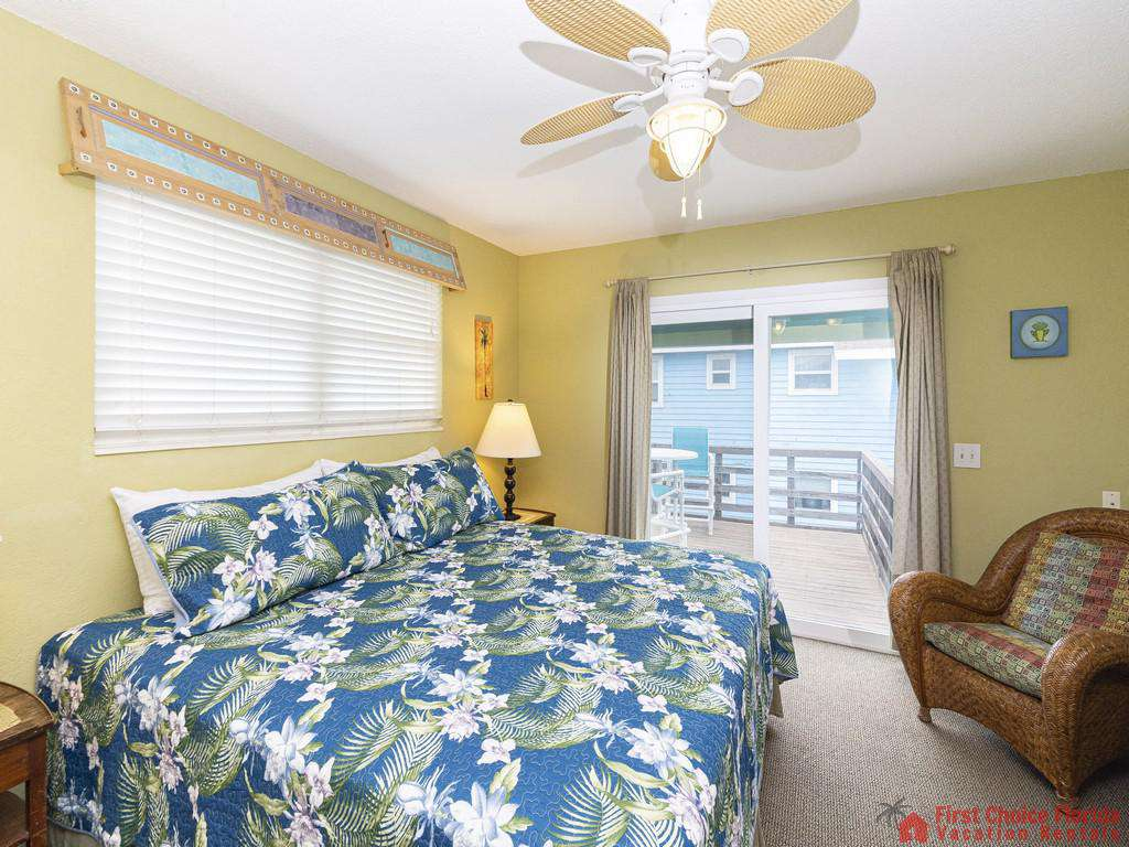 Coastal Cottage B Bed with Ceiling Fan