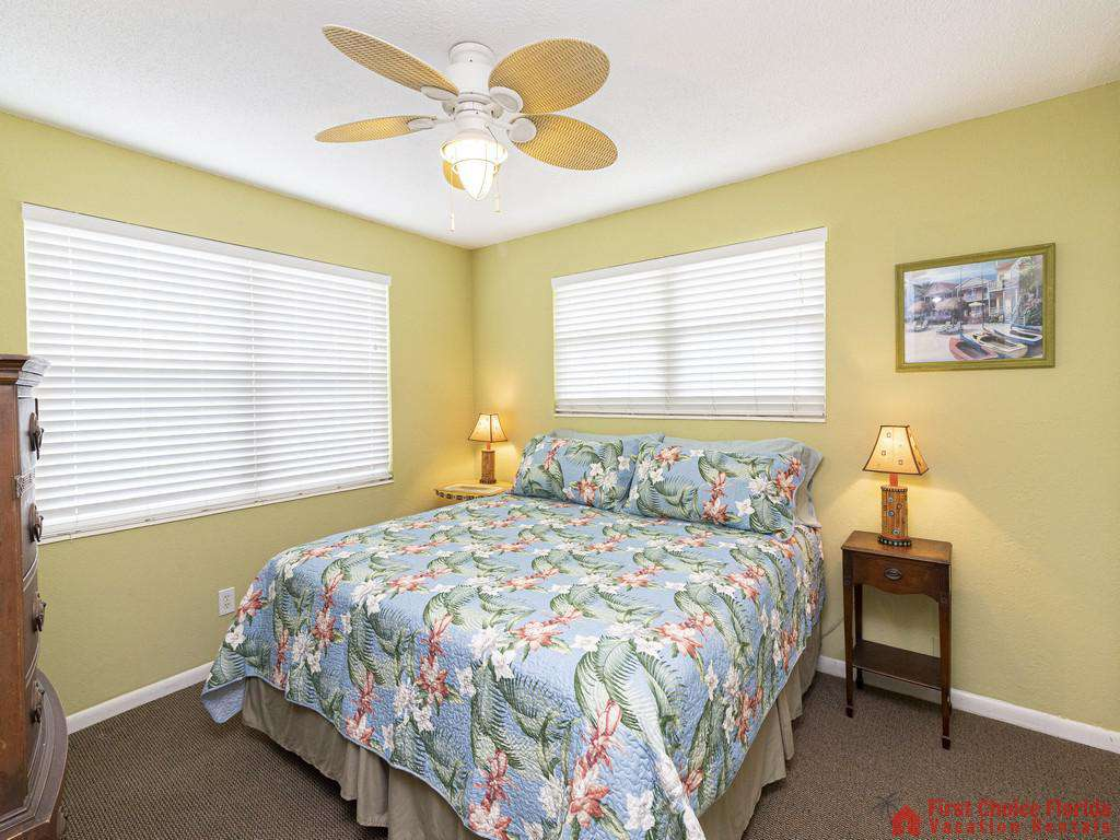 Coastal Cottage B Bed with Lamps