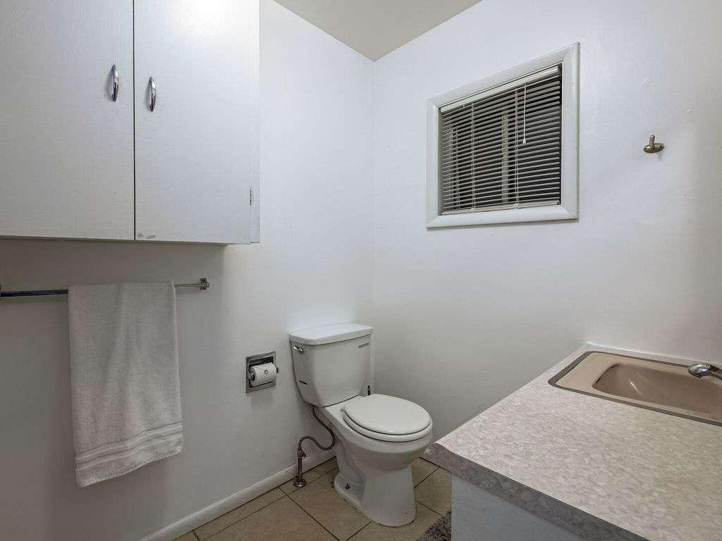 Ensuite bath for guest room