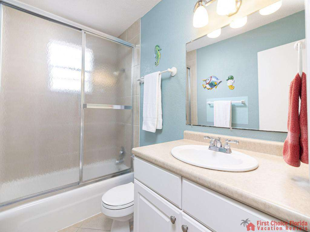 Coastal Cottage A - 2nd floor Bathroom with Shower/Tub Combo