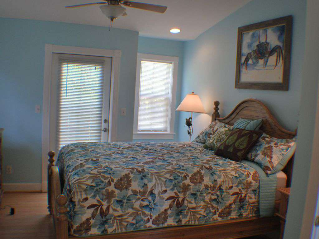 Bedroom # 1 Queen size Bed w/ attached Full Bath and walk in closet