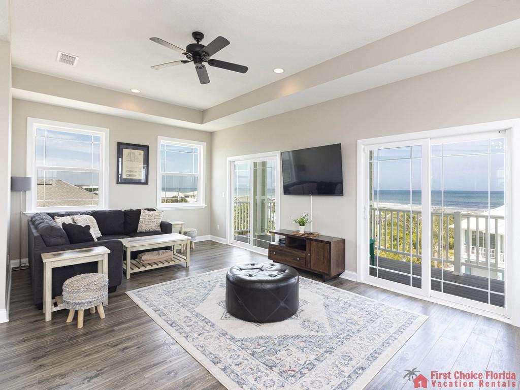 Sea View Third Floor Living Room w/ Great Views!