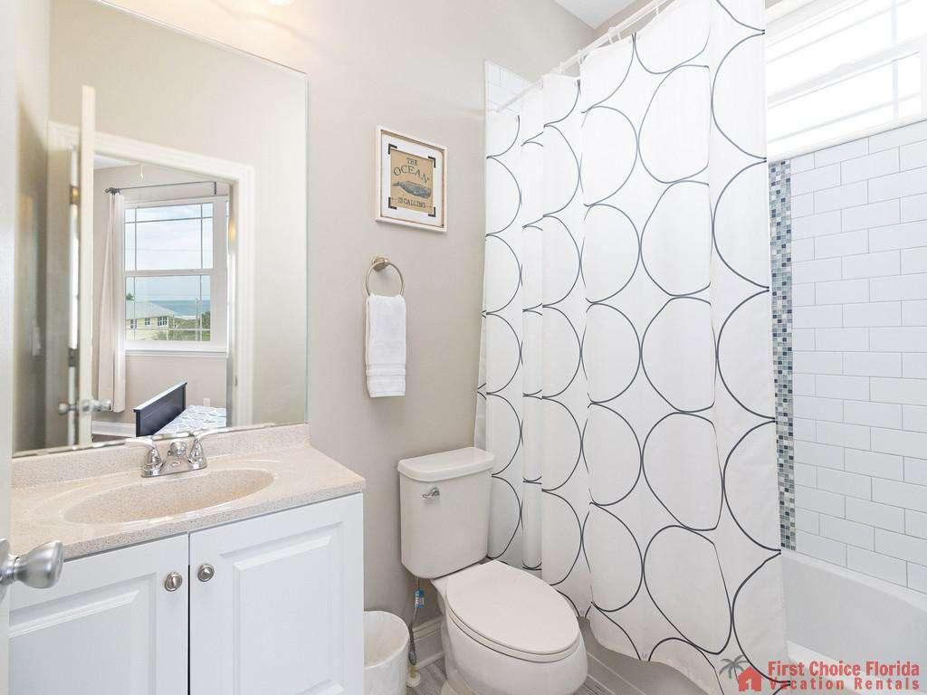 Sea View Second Floor Bathroom - Shower/Tub combo