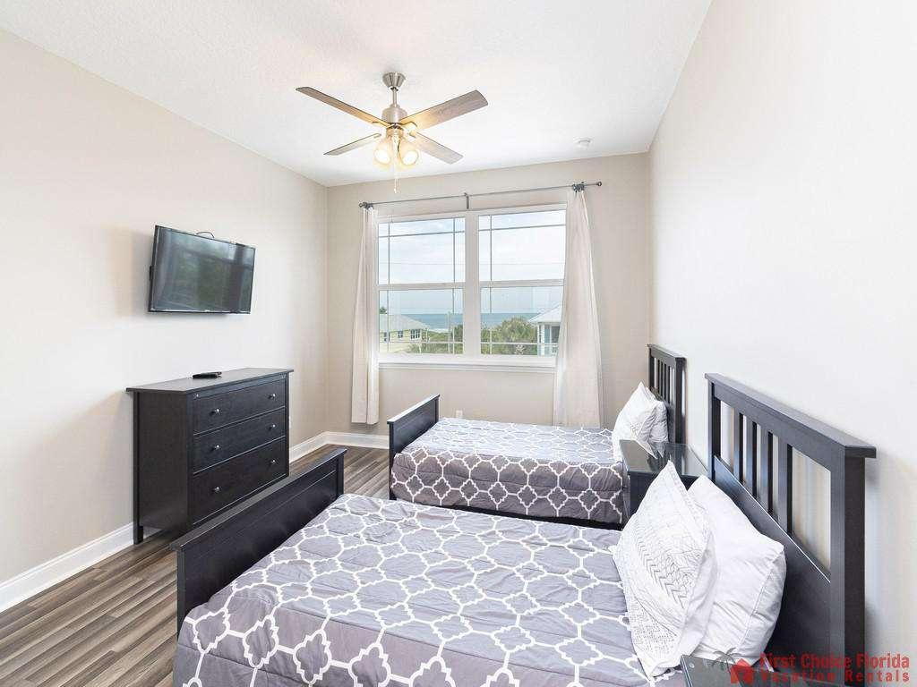 Sea View Second Floor Twin Bedroom