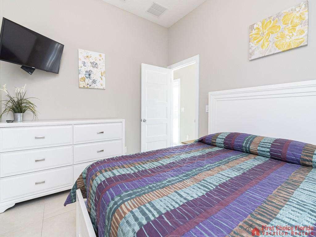 Sea View First Floor Queen Bedroom