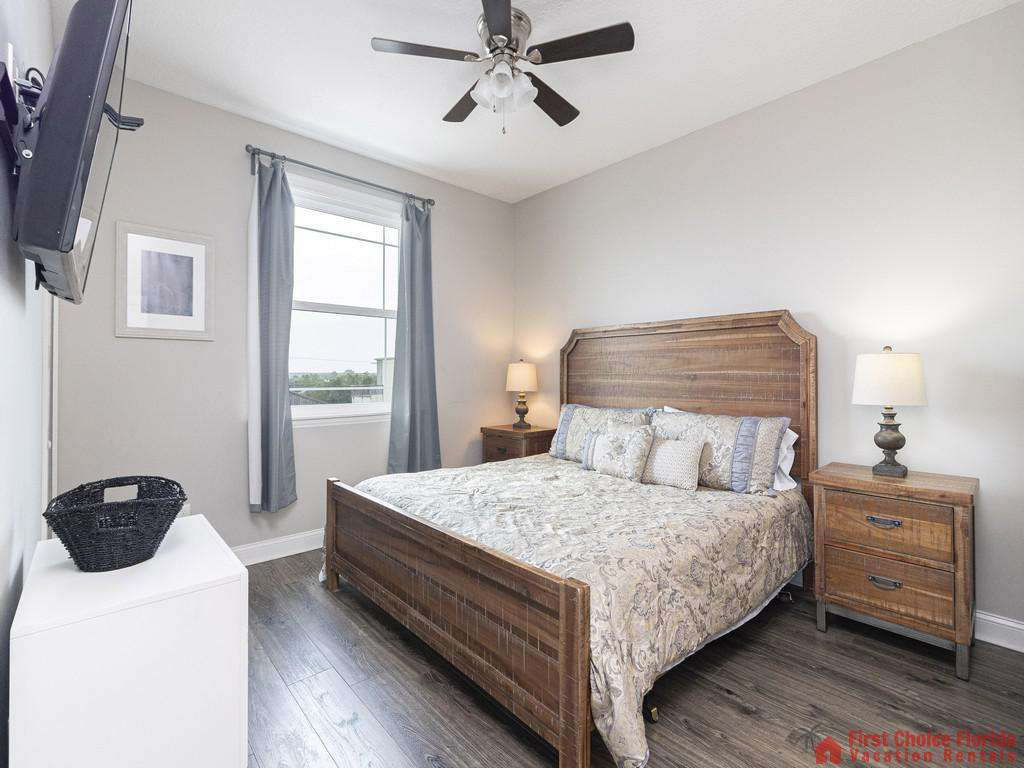 Sea View Third Floor Master King Suite - Mounted TV