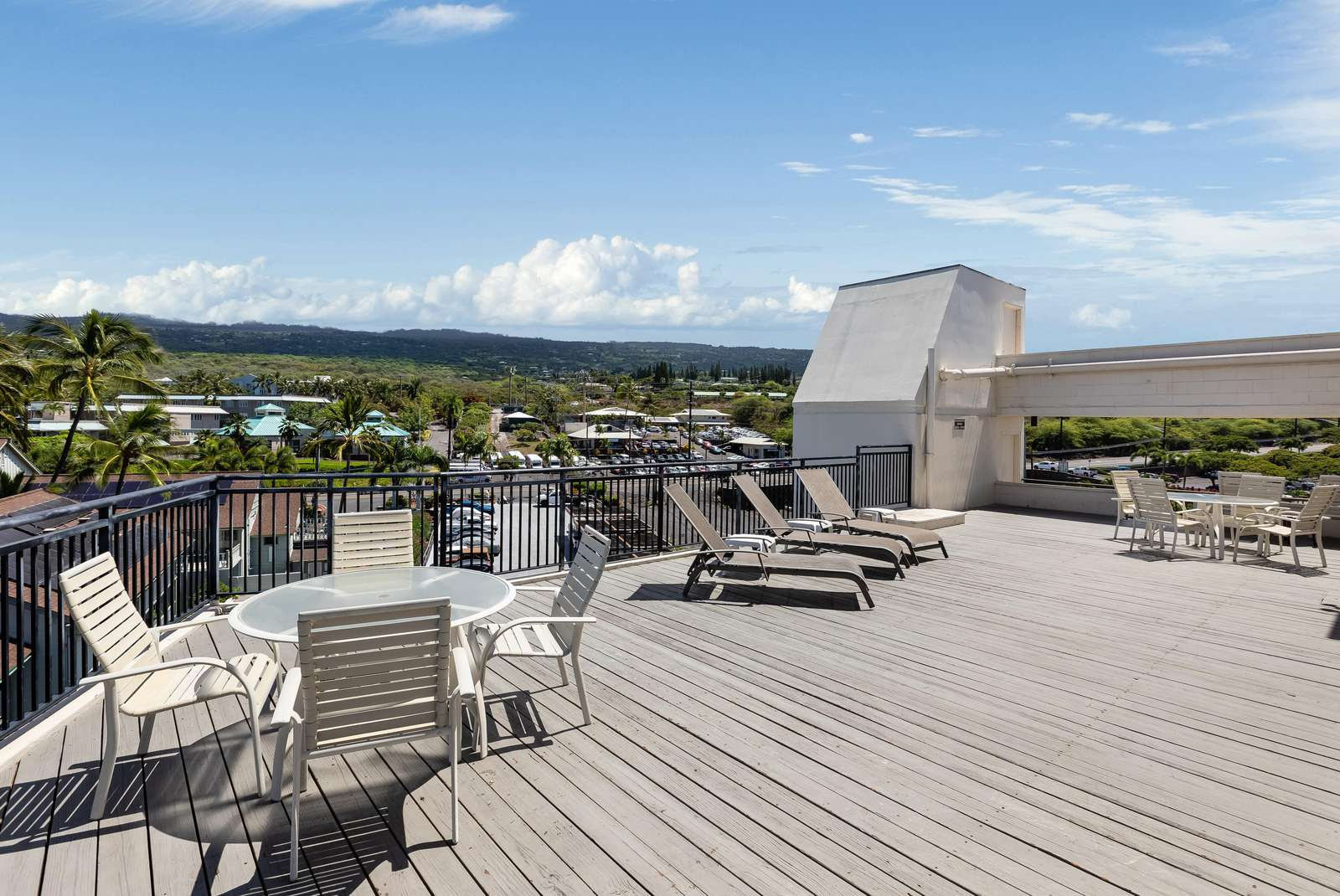 Sun deck with dramatic views!