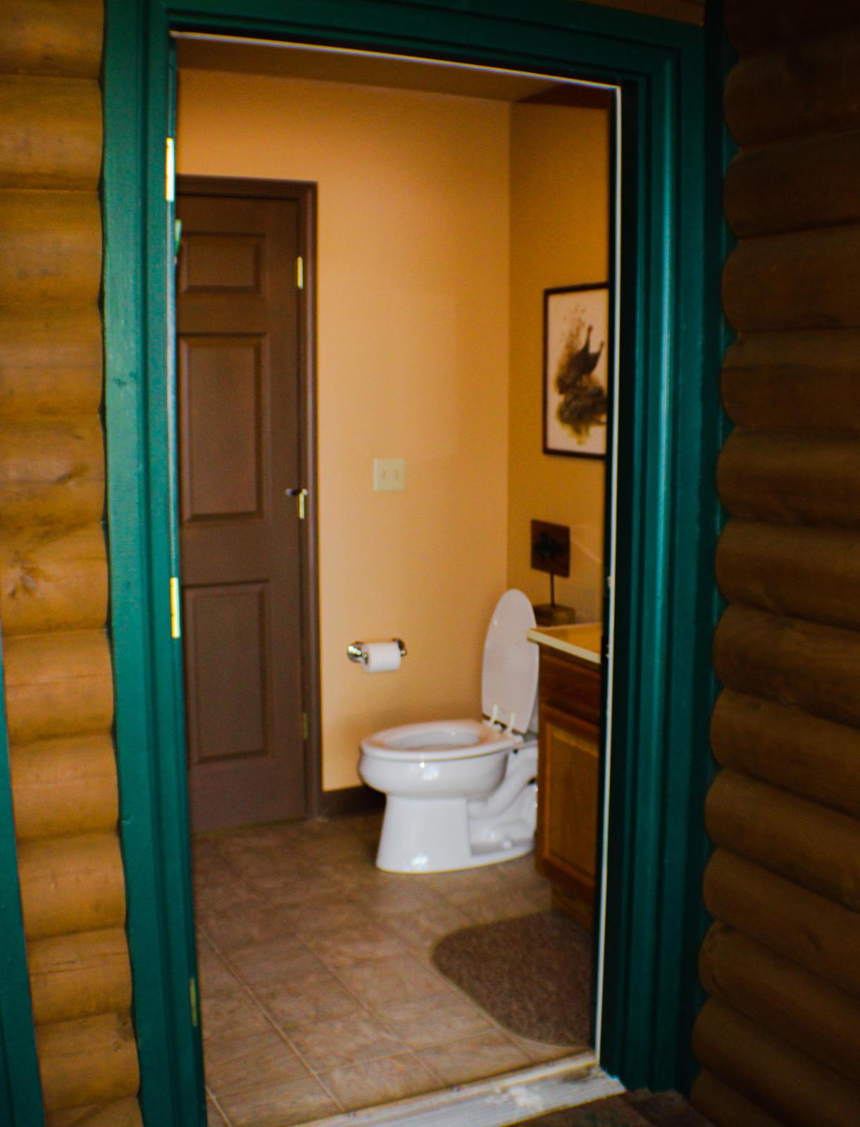 HALF BATHROOM(ACCESSIBLE FROM OUTSIDE)