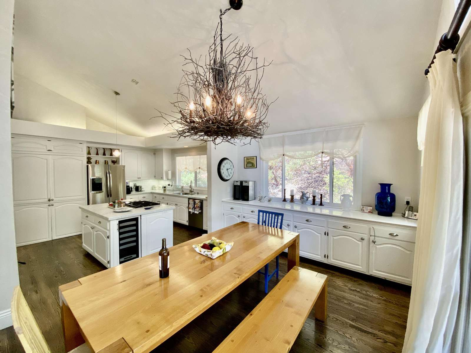Large eat-in kitchen & dining area