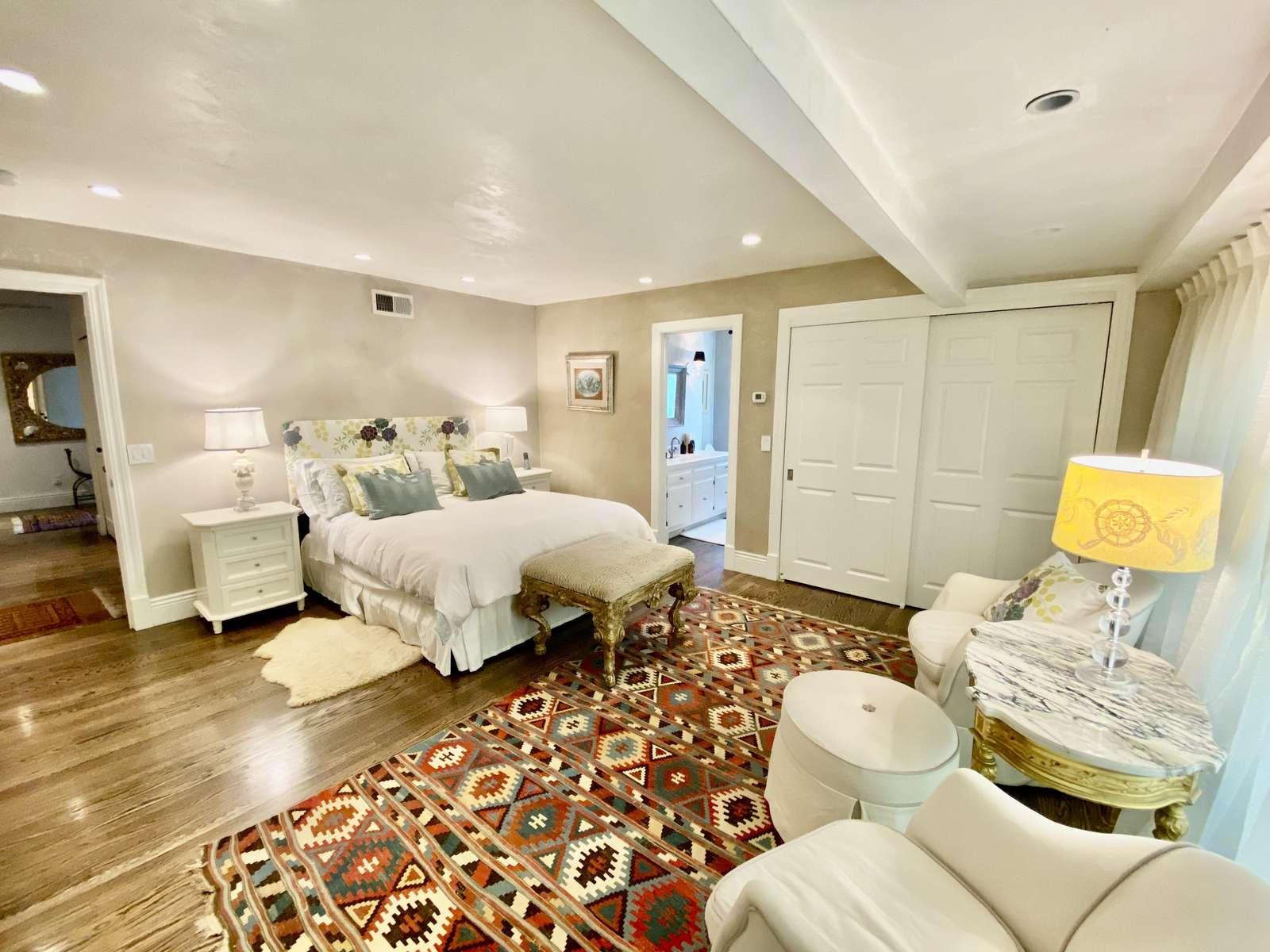 Master bedroom 4 (queen) with ensuite full bath