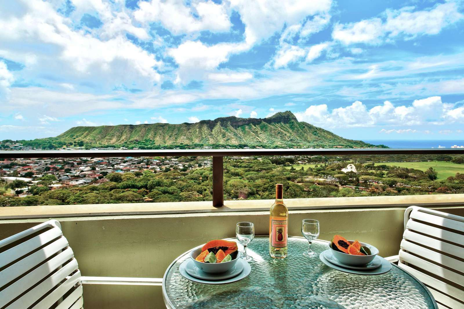 Incredible Direct View of the Iconic Diamond Head!