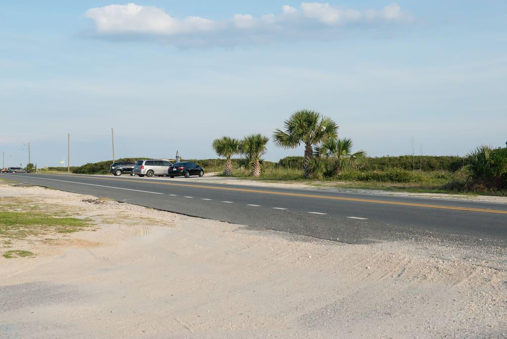 3 minute walk to beach at end of road w/ free parking
