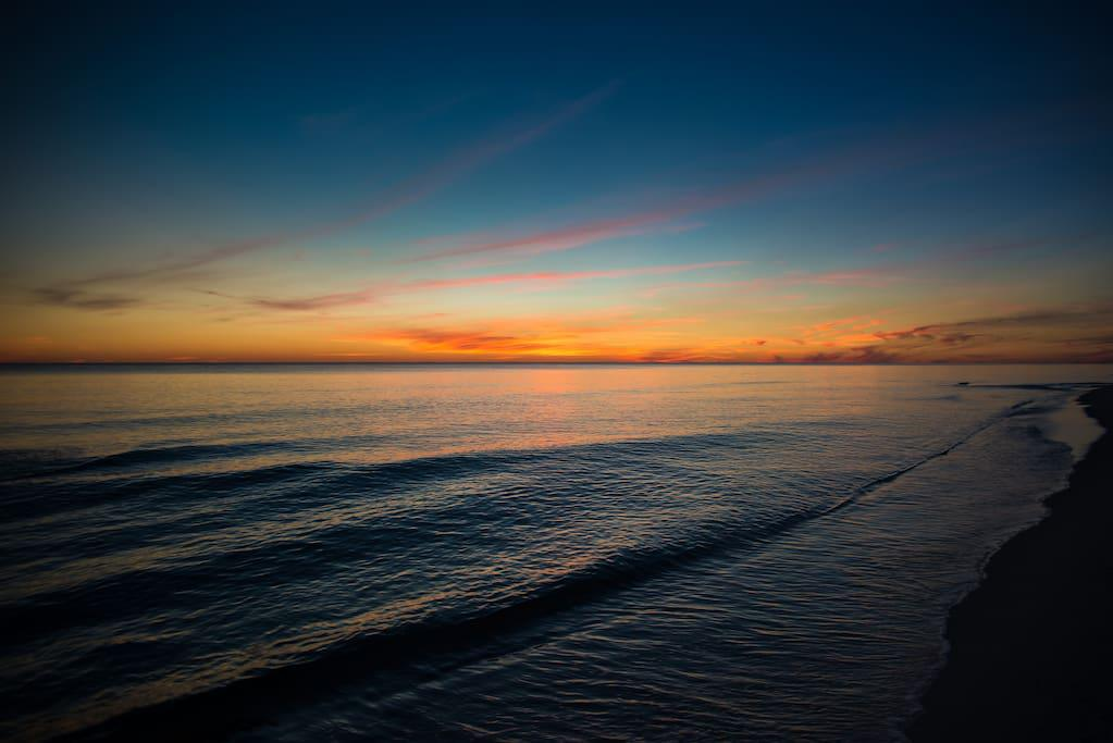 3 minute walk to the beautiful Gulf of Mexico for a gorgeous sunset view!