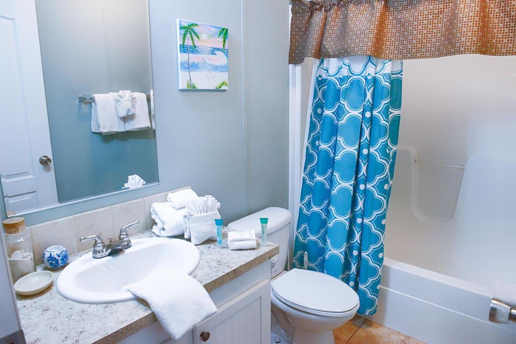 #2 Full Bathroom  Shower/Tub comb with Bathroom Amenities