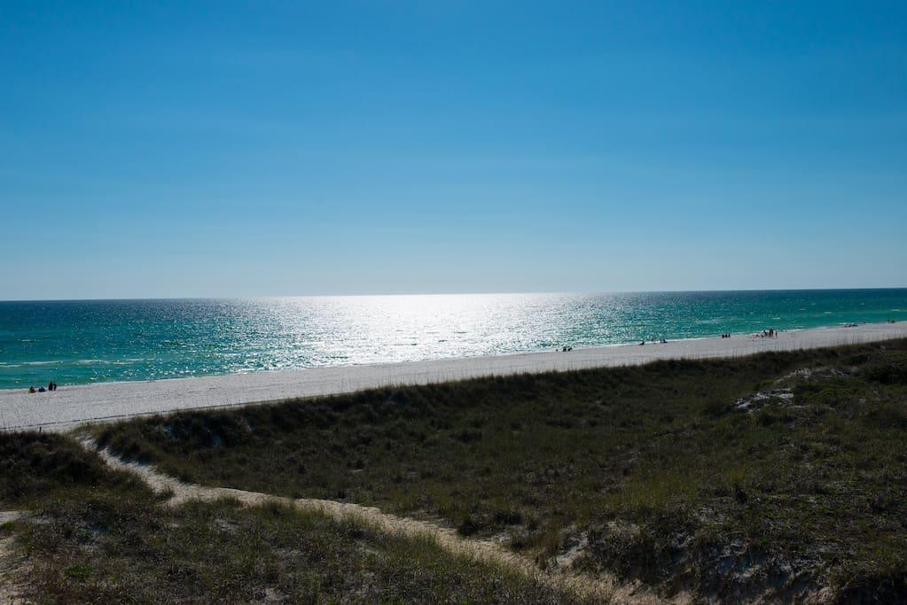 3 minute walk to the beautiful Gulf of Mexico