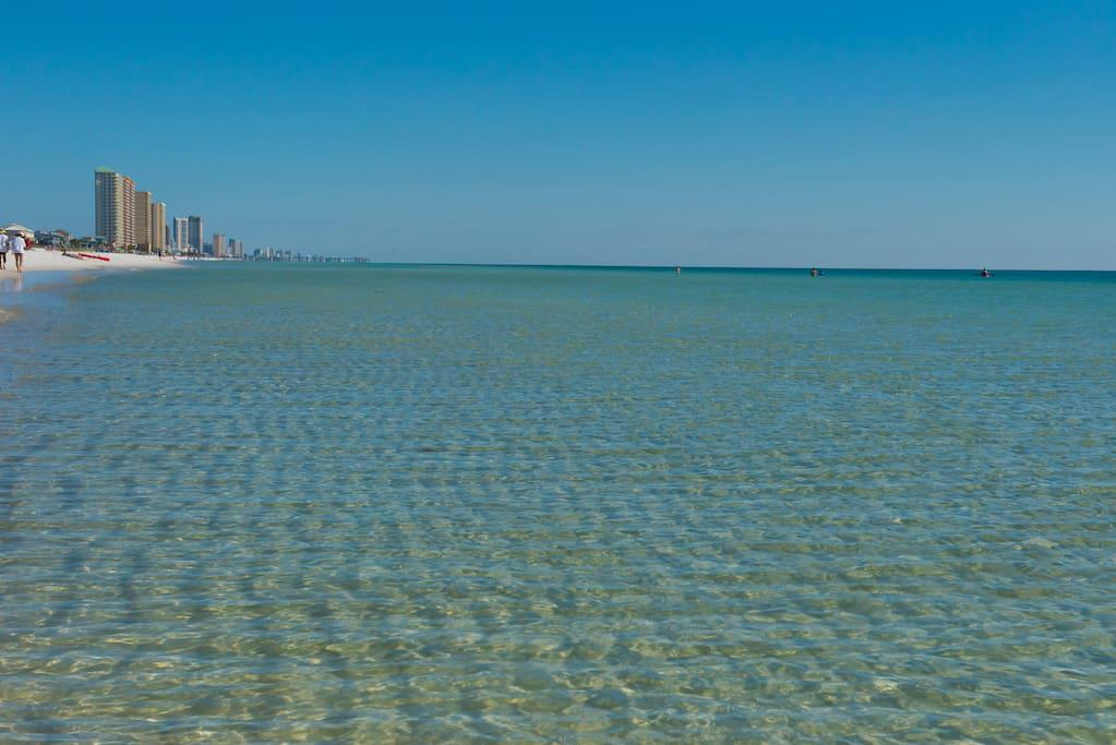 Seahorse Beach Home is a 9 min walk to the emerald waters of the Gulf of Mexico