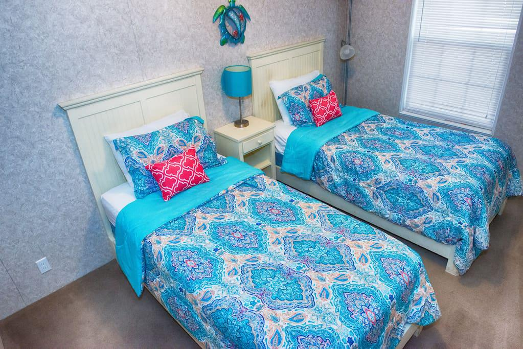 3rd Bedroom with 2 twin beds (NO TV)