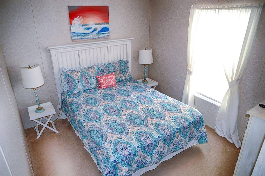 2nd Bedroom, Queen size Bed, Lamps, Flat Panel TV, Wow cable and DVD player