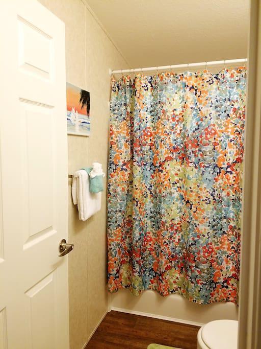 2nd Bathroom w/ Shower & Tub combo
