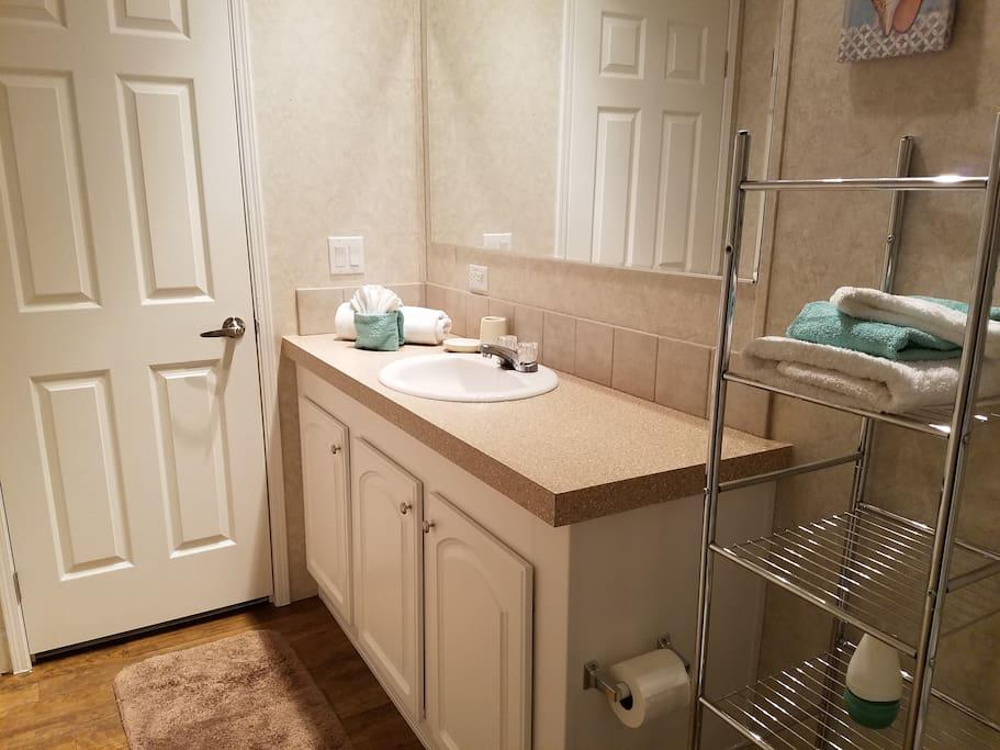 Master Bath w/ towels, hand towels, wash cloths & amenities for guests