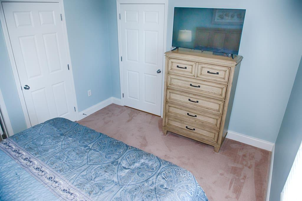 Master Bedroom with super comfy King Size bed...view the Gulf of Mexico out your bedroom window! Flat screen tv with Comcast cable and dvd player