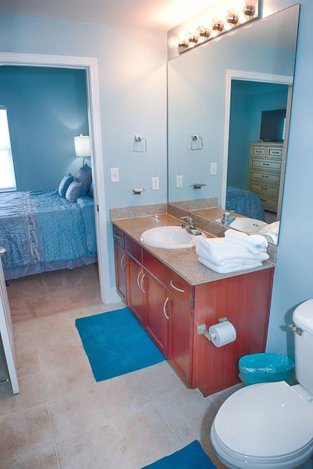 Master Bath with Towels, Hand Towels, & Wash Cloths provided. Starter set of Toilet Paper, Soap, Shampoo & Conditioner provided. Shower Tub combo will get you clean after a sandy day at the beach