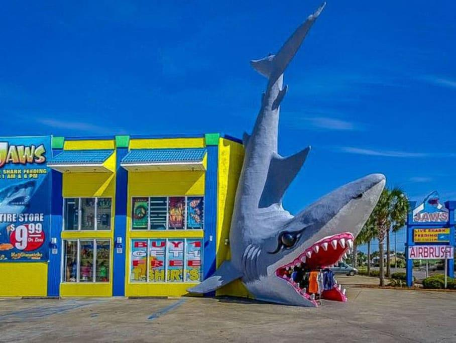 Jaws Beach Store in walking distance!