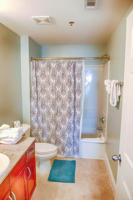 Master Bath with Towels, Hand Towels, & Wash Cloths provided. Starte set of Toilet Paper, Soap, Shampoo & Conditioner provided. Shower Tub combo will get you clean after a sandy day at the beach