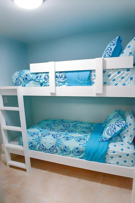 Built in Twin Size Bunk Beds with comfy Serta Mattresses