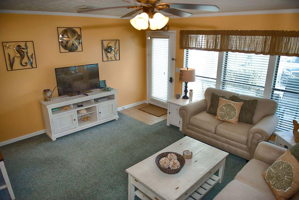 Nice bright living room with pull out queen Sofa/Bed