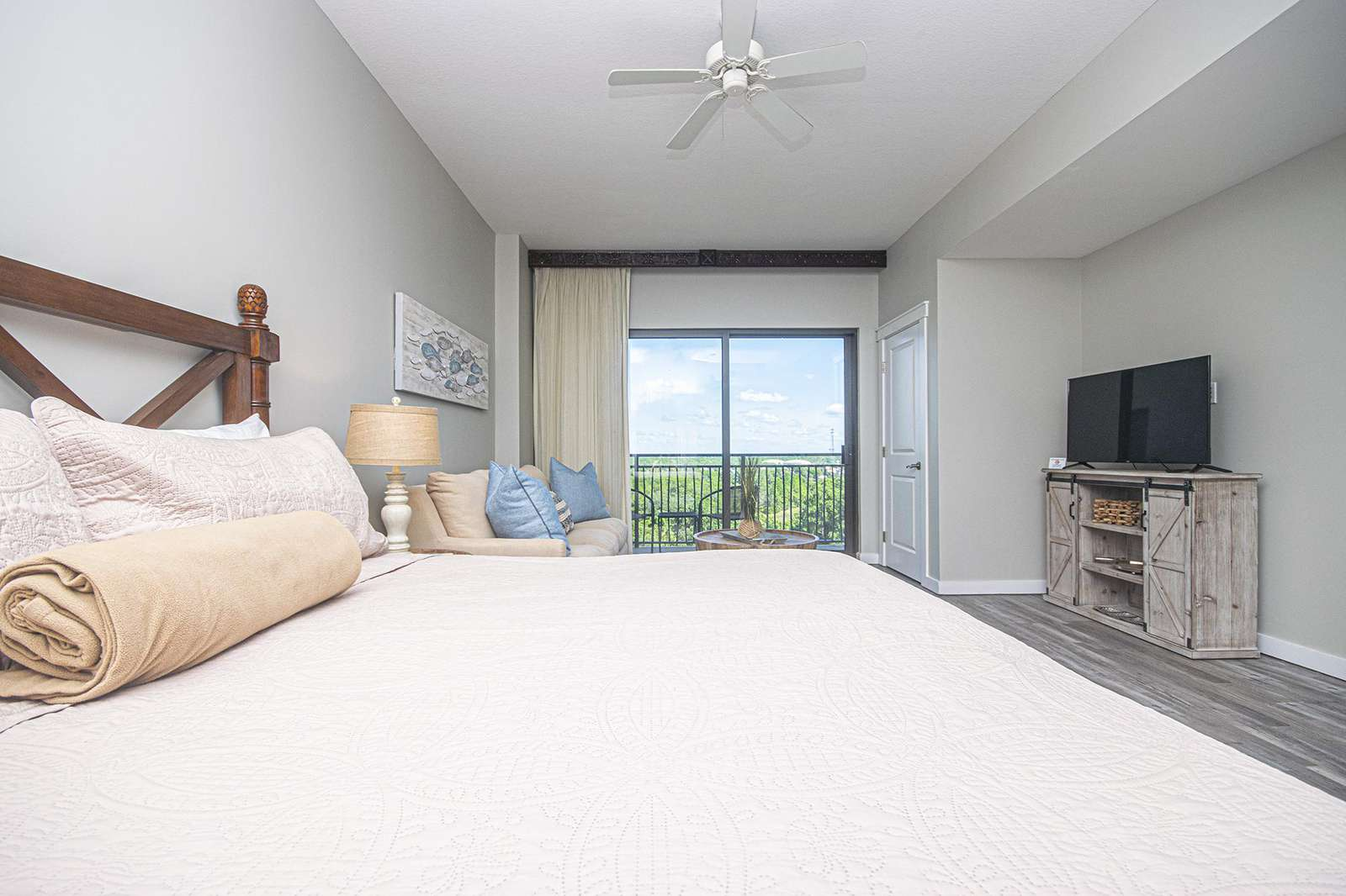 Relaxing views right from your bed!