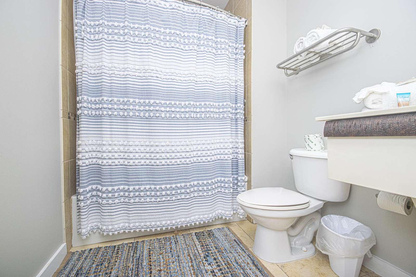 Full size bath stocked with basic linen!