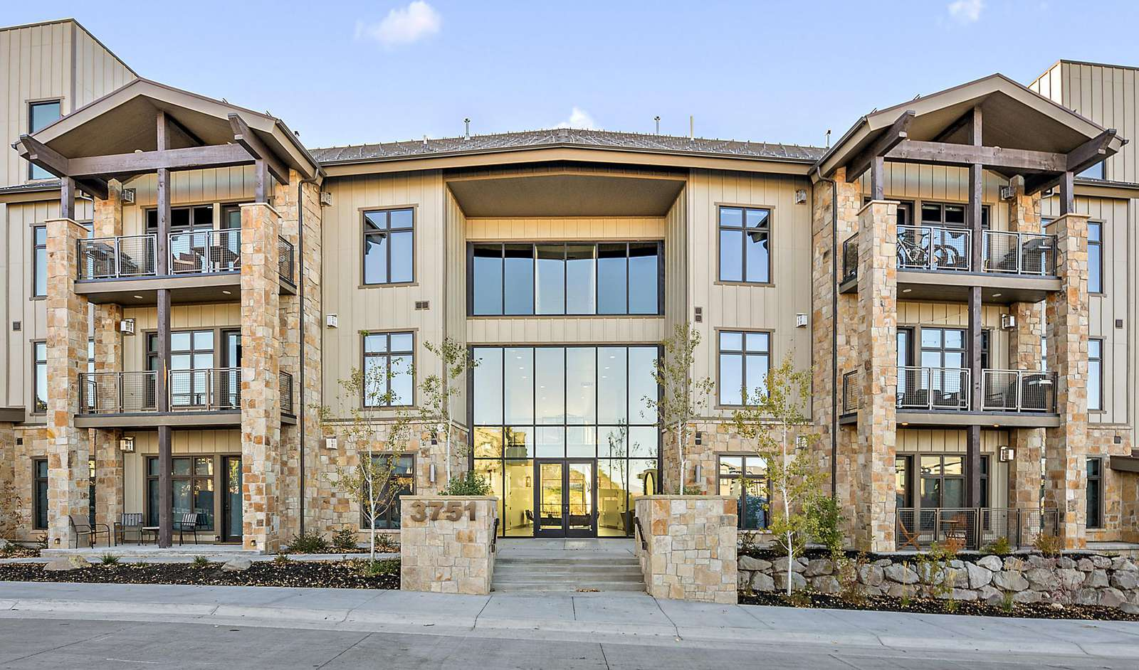 The condo is easily accessible from the main lobby, side entrances, or entrance to the heated underground garage
