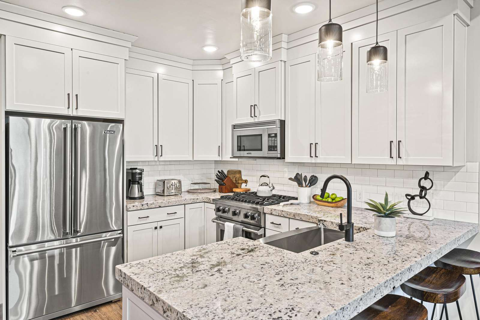 Full modern kitchen with farmhouse sink and granite countertop