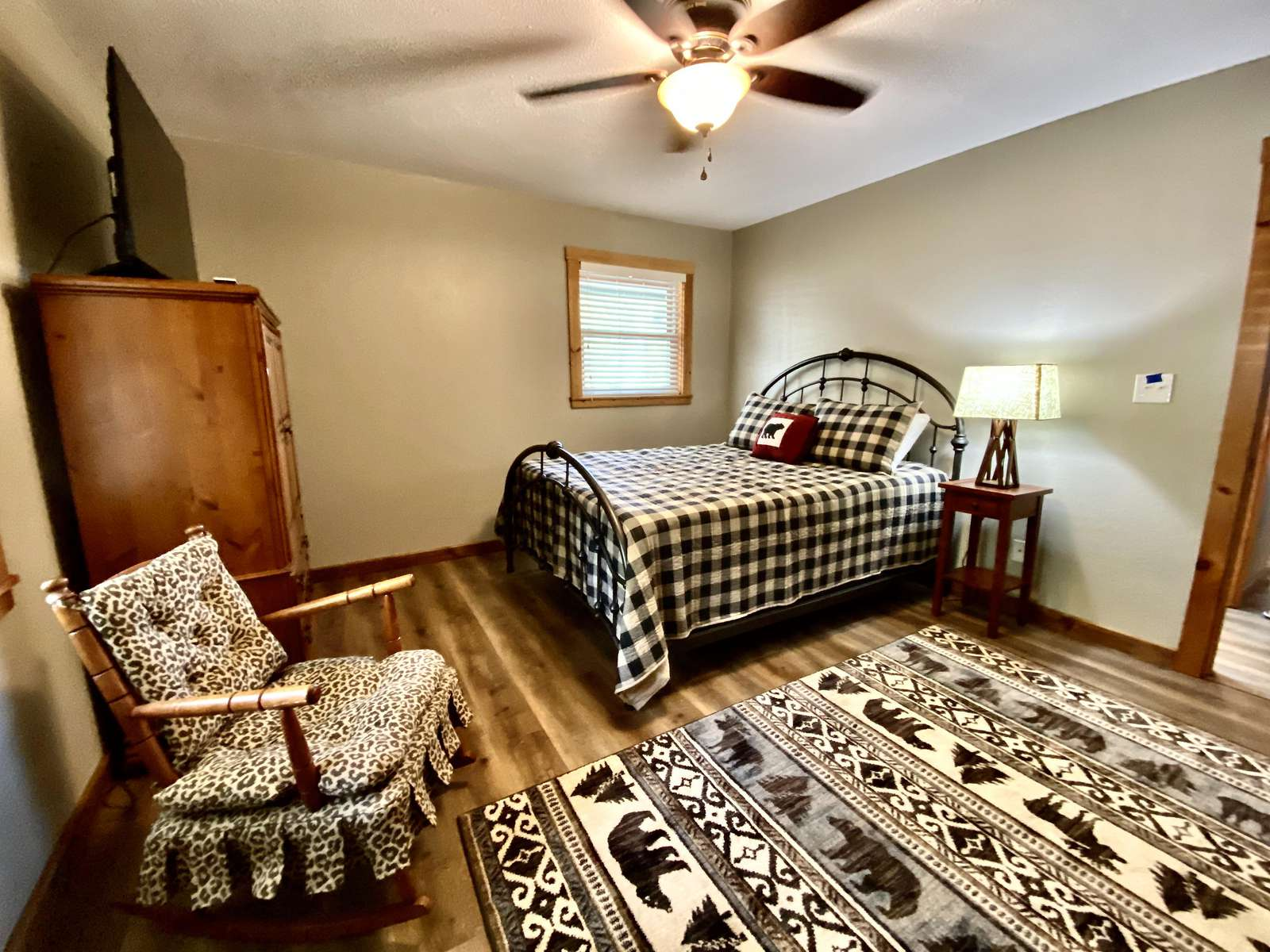 Extremely Comfortable Queen Bed and another Flat Screen TV
