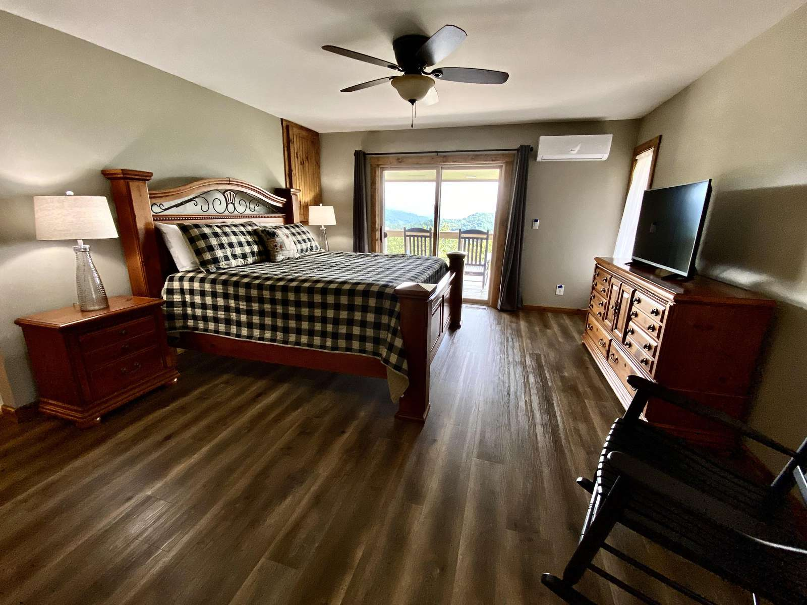 Comfortable King Bed with High Quality Linens, Gorgeous Mountain Views, and Fresh Mountain Air...