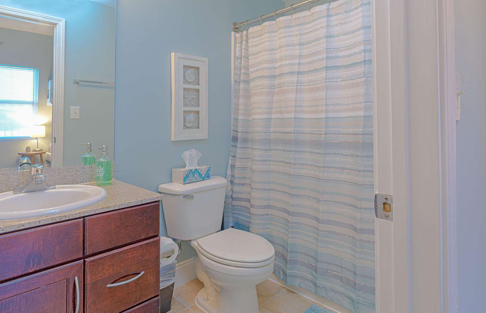 The full guest bath is stocked with basic linen!