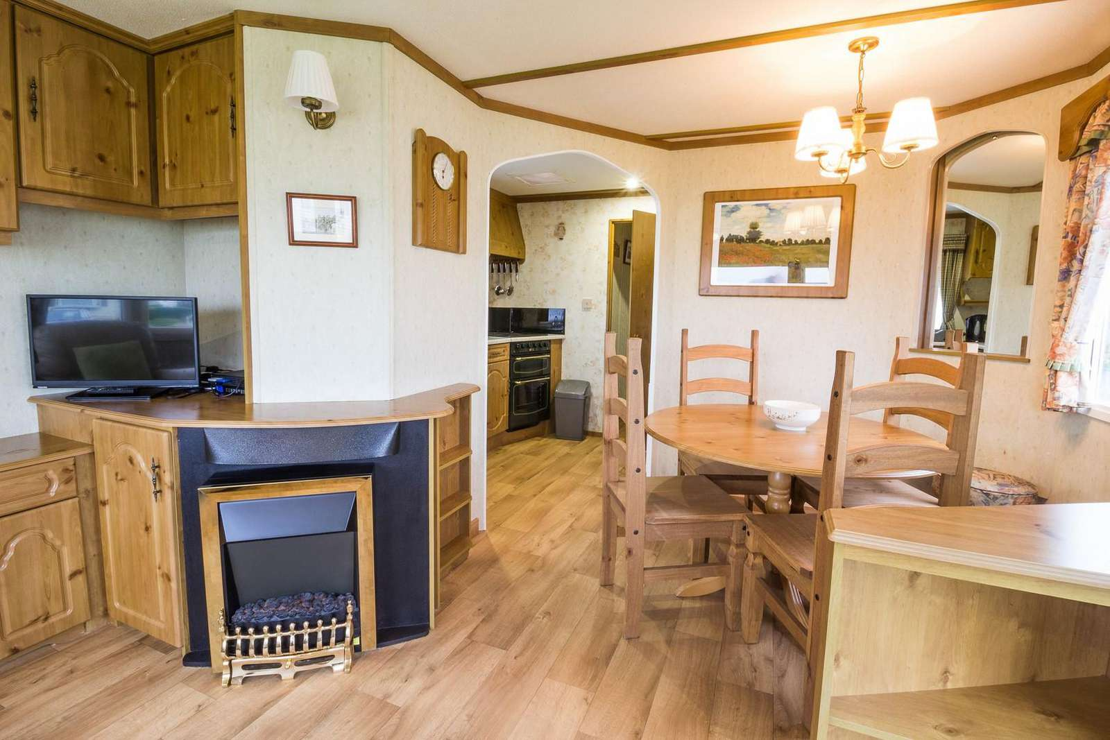 Great dining area in this superb caravan for rent.