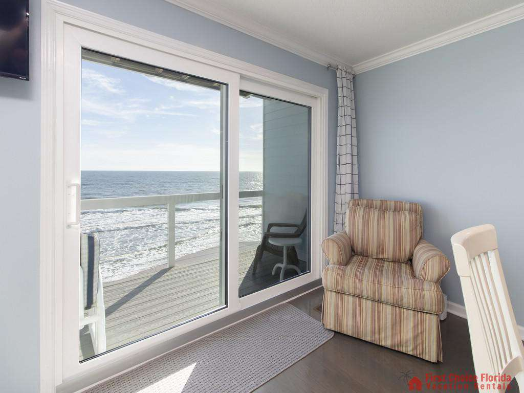 Ocean Oasis Family Room - Great Views!
