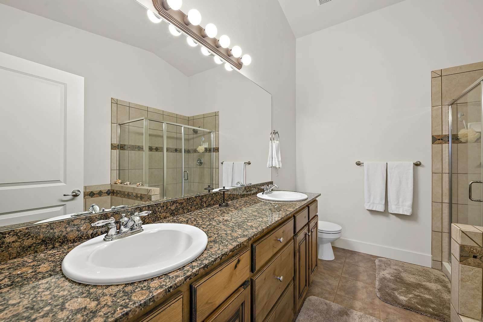 Master bathroom fully equipped